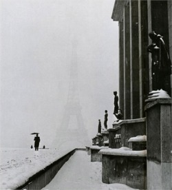 yama-bato:   Lee Miller Paris in the snow, January 1945