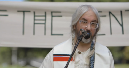 (via Watch Portlandia's 'Battle of the Gentle Bands' featuring J Mascis) Check out this hilarious clip featuring Dinosaur Jr.'s J Mascis battling it out with Portland's gentlest bands. WATCH HERE