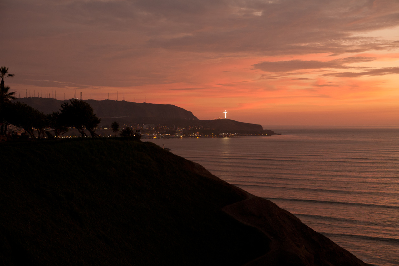 An impression of an upcoming FvF portrait in Lima, Peru. Amazing sunset colorways. (Photography by Inma Varandela)