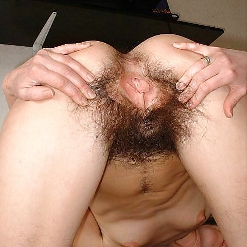 ladypubes:  Another rear long pube shot  fabulous
