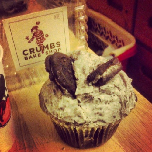 Not the biggest fan of cupcakes but this looks pretty good. #CrumbsBakeShop #Oreo #Cupcake #Chocolate #Dessert #Food #sweet #NYC