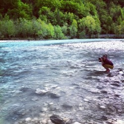 My girlfriend the photographer. @rileyart #soca  #river #photoofphoto #slovenia  (at Bovec)