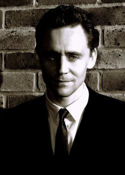 torrilla:  Happy birthday old bean (February 9, 1981)  Tom Hiddleston ‏@twhiddleston : I just found out that this was #1 in the charts on the day I was born. Amazing. http://www.youtube.com/watch?v=3GwjfUFyY6M … http://say.ly/fzo565L  Vincent Grieve: @twhiddleston @HiddleGoddesses  pic.twitter.com/15vHfhOg