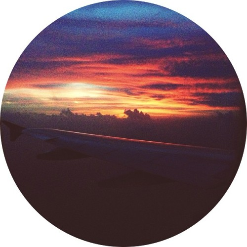 #fmsphotoaday 13: sunrise/sunset — my plane from Manila approaching Tacloban Airport for touchdown during sunrise.. So beautiful.. #latergram #philippines #tacloban #sunrise #ontheplane