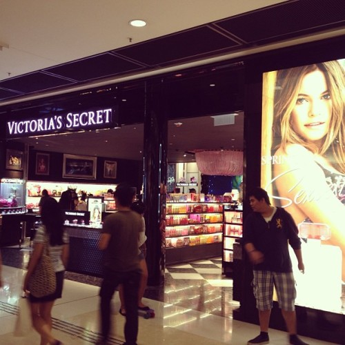 Yay!! Victoria secret @hkifcmall #ifc #central #ifcmall #shopping #hongkongisland #hongkong #hkig  (at Victoria Secret)