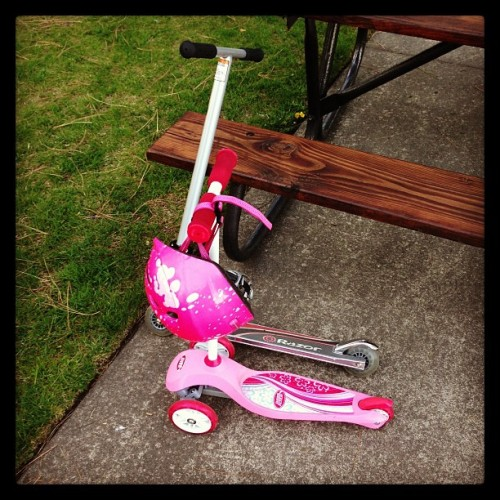 How we roll. #scooting  (at Ramsey Park)