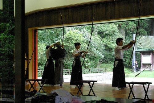 A Kyudo lesson at Hakone Jinja by Emitr on Flickr.