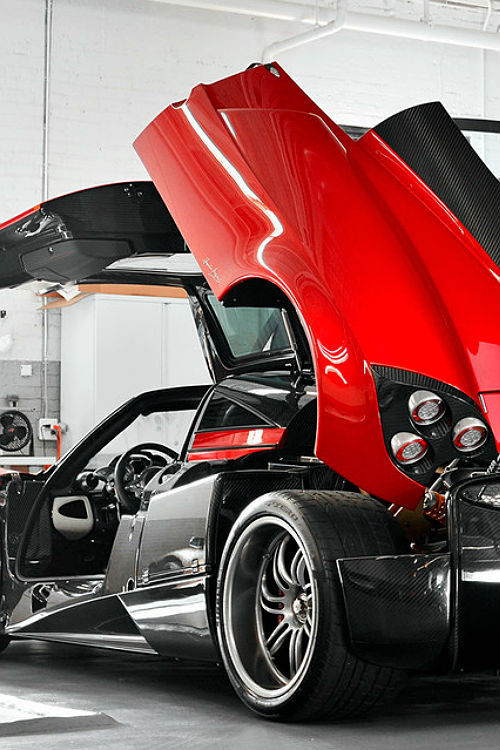 affluence-de-la-vie:  source   Pagani Huyra