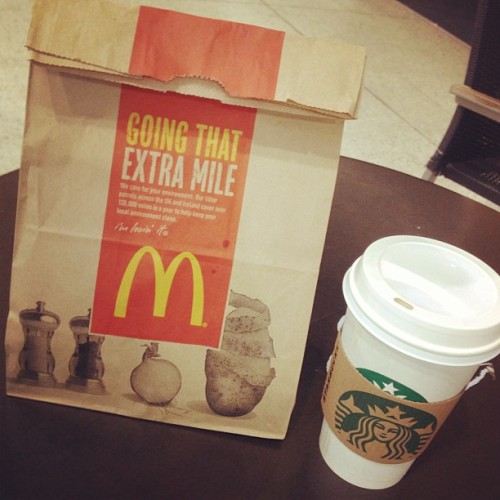 🚄 En route to Brighton. #Starbucks #McDonalds (at London Victoria Railway Station (VIC))