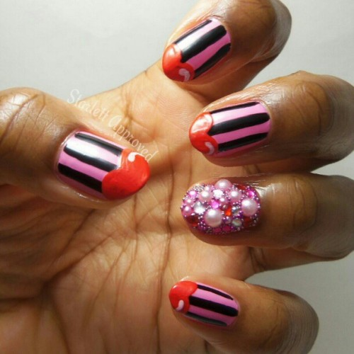 Did me some #ValentinesDay nails! Inspired by my new nail shape I decided to do done cartoon heart tips. I used red paint for the hearts, so easy to work with but when it dried it got cracks in it. Hmmmmm what did I do wrong?