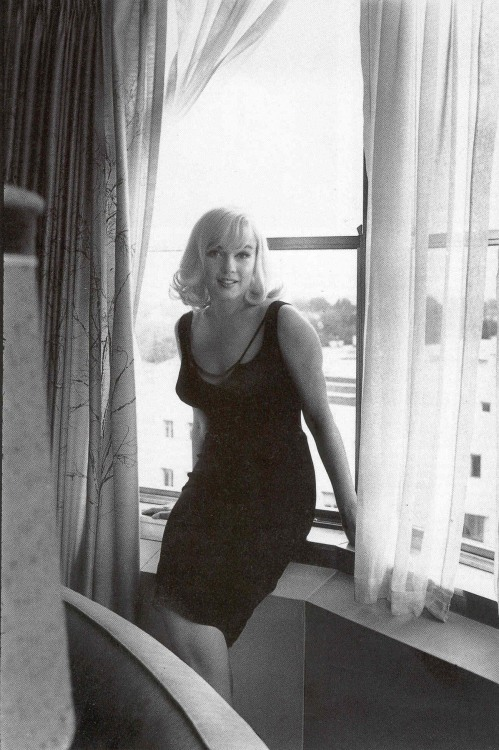 suicideblonde:   Marilyn Monroe photographed by Inge Morath in 1959