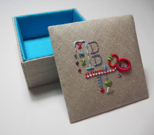 Kandinsky Inspired Trinket Box on Flickr. Via Flickr: Hand embroidered, lined with Silk Dupion, fabric covered trinket box. Blogged: themasonbee.blogspot.co.uk/2013/03/kandinsky-inspired-tri…  2013 © Mason Bee