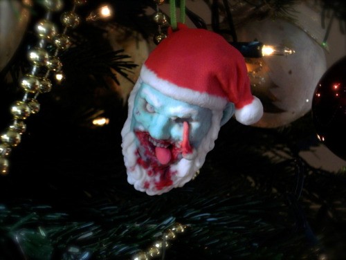 Awesome Christmas tree ornament of the day: 3D printed zombie Santa heads Made by Justin Cissell