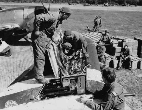 Mechanics of the USAAF storing ammunition on a P-47 Thunderbolt