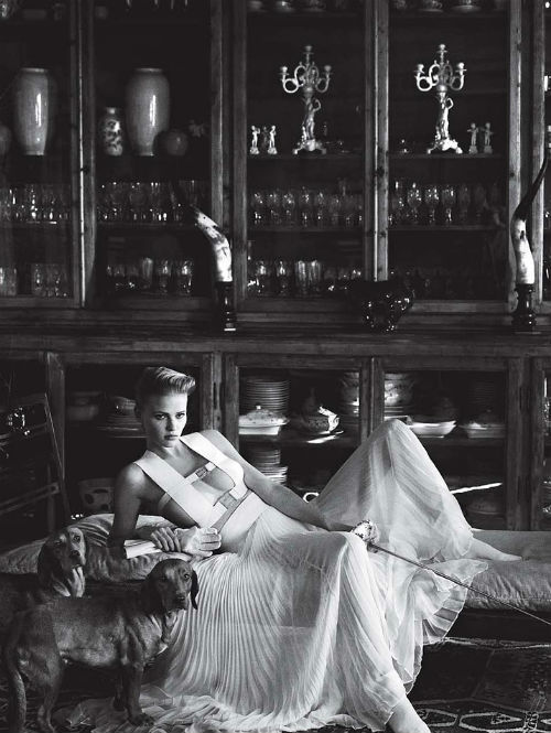 "lara stone in ""tuscan turnaround"" for vogue us jan 2011, photographed by mario testino"
