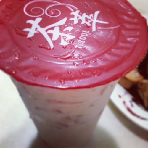 Authentic Milk Tea. Damn I miss Hong Kong. Yu Hin Cart Noodles. #flashbackfriday (at Jardine's Bazaar 渣甸街)
