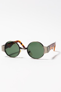 wantering:  Replay Vintage Hell Yea Circle Sunglasses  Shades
