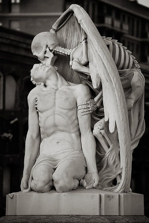 atchuna-blackmagic:  Kiss of Death by jenikilo