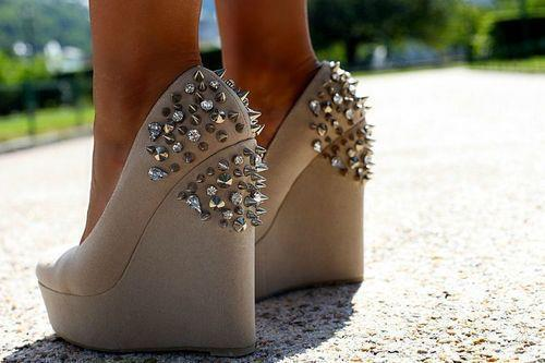 bamitsari:  Xo&Pink on @weheartit.com - http://whrt.it/10pWHUv  Spikes and crystals!