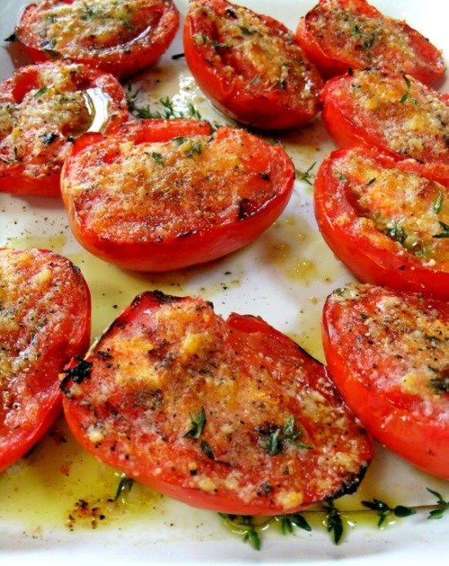 brainlock:  healthier-habits:  Garlic Grilled Tomatoes — oh, this summer I am doing these everyday!! Recipe Link: prouditaliancook.com Click here for more healthy recipes!  oh myyyyyy  OH MYYYYYYY