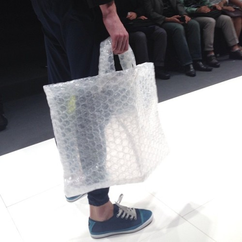 What to do with your left over bubble wrap GET MORE: www.instagram.com/fashionindie