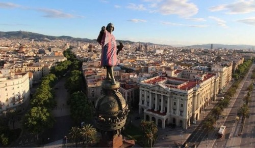 belieb-in-pique:  Only Culés!! They put a Barça jersey on a statue of Christopher Columbus!!