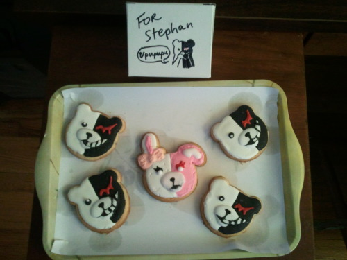 my sister made me dangan ronpa cookies :3