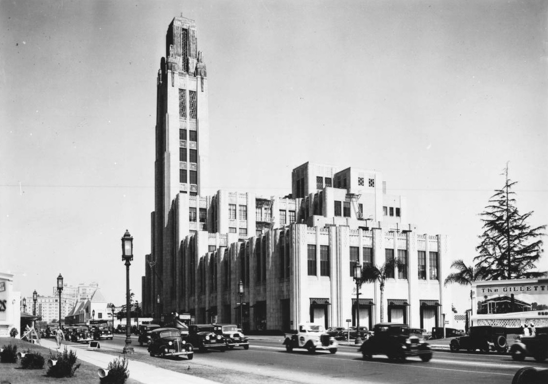 Bullock's Department Store on Wilshire Boulevard in 1936, Los Angeles