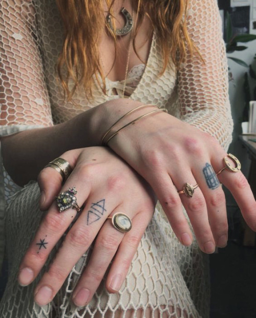 florence and the machine florence welch tattooes hands how big how blue how beautiful