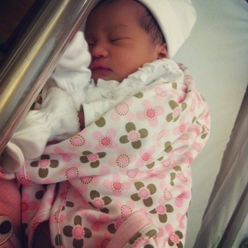 Meet our new member of Teeflat fam! Welcome baby girl👧 @teewai03 @yohloob