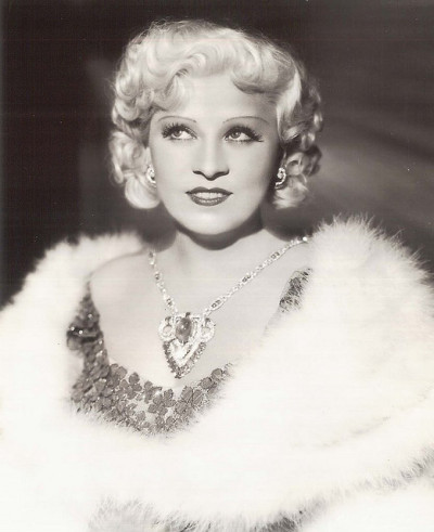 artdecoblog:   Mae West, Paramount Publicity Portrait, 1930s on Flickr. Click image for 834 x 1024 size.  Found in Greenbriar Picture Shows blog.