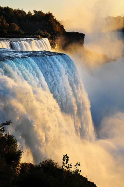 earth-song:  The American Falls, as seen from Niagara Falls, New York by Ren Hui Yoong