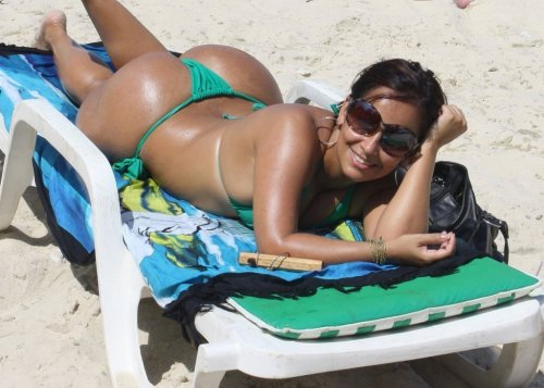 Big booty brazilian, bearing a beautiful bikini by the beach
