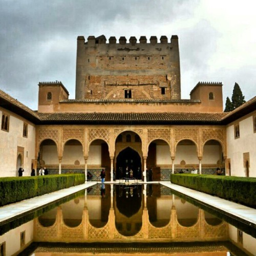 Sometimes it feels still surreal when I go through my photos of Alhambra.  #giwtravel #giwspain #giwgranada #mytravelgram #travelingram #gf_brunei #brunika #alhambra #unesco #heritagesite  (at GIW Travelogues)