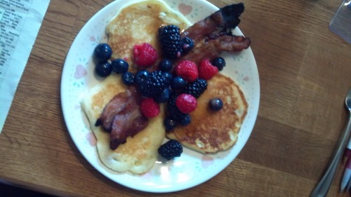 Mom-o said she wanted pancakes, bacon, fruit and tea for Mother's Day….so that's what she got!