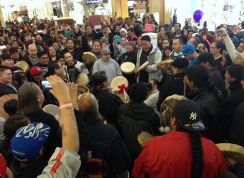 "Video: 1,300-Person Idle No More Flash Mob in Seattle A good 1,300 people gathered in Seattle for a ""spontaneous"" flash mob round dance in support of Canada's Idle No More movement recently, one of dozens that are sprouting up all over the world in support of northern Turtle Island's peoples."