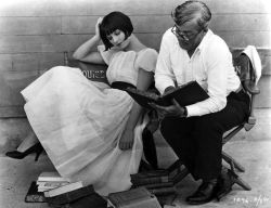indypendent-thinking:  Louise Brooks and author Keene Thompson on the set of Now We're in the Air - 1927 (via 15 | November | 2011 | mardecortésbaja.com)