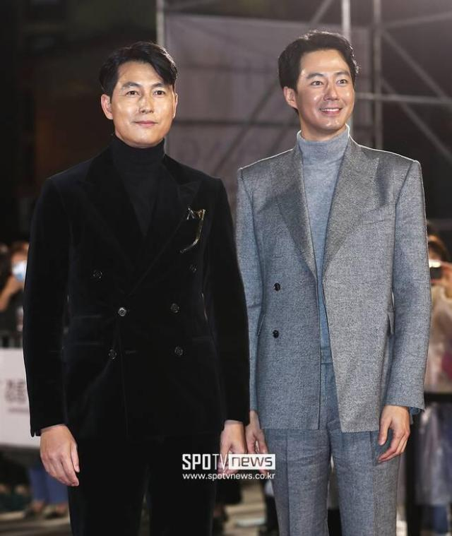 Jung Woo-sung - Jo In-sung, dazzling two-shot #Jo In-sung#Jung Woo-sung#Actor#Gyeonggang Line#Film Festival#Red Carpet