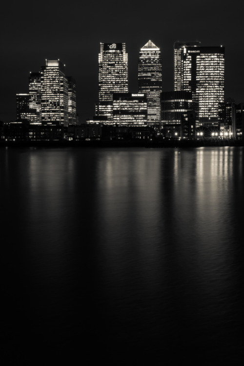 manolescent:  Canary Wharf Noir