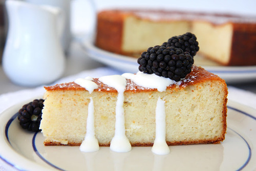 prettygirlfood:  Glazed Pound Cake topped w. Blackberries
