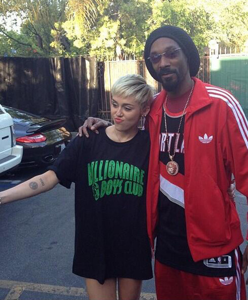 excusemeimsorryimreallysuchalady:  With her BBC shirt on, lol. Miley got that jungle fever.