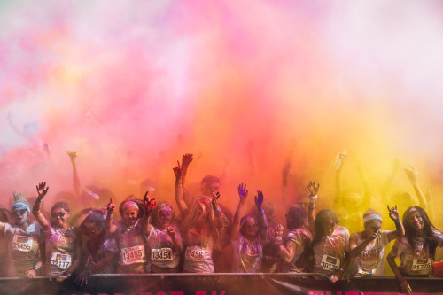boudist:  The crowd at the Colour Run on Sunday