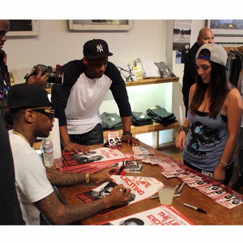 Pics from this past weekend's #Zatoon event. Big S/O to all the peeps who came out to the  @defjamrecords x #Zatoon Presents: #Fabolous Meet & Greet in #Sanfrancisco #Baytobreakers #Streetwear #brand #Musicandapparel #fashion #clothing #Design #Thelifeissoexcitingtour (at DSF Clothing Company & Art Gallery)