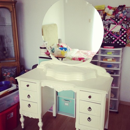 qwerty098wise:  My baby is home 😍 #porfin #vanity #newroom #decor