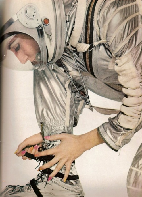astronautwivesclub:  Harper's Bazaar Space Age fashion, April 1965, by Richard Avedon