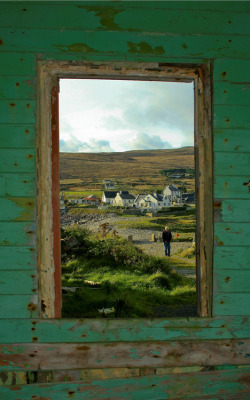 laterooms:  A window into the Emerald Isle. Ireland via niceguywithatwistedmind.