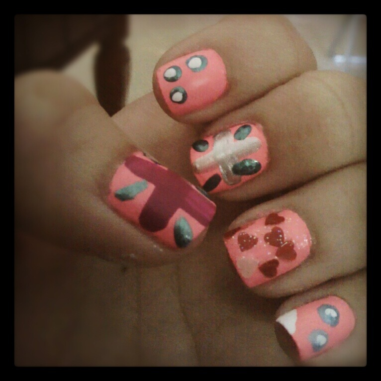 nothing to do here in PH. so, i made designs for my nails.
