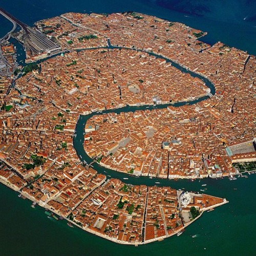 makesyoucry:  I miss this place! #venice #italy. Yes I got lost