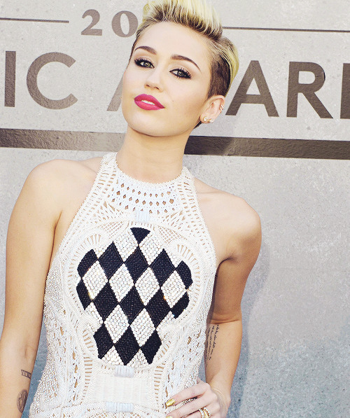 rosesgunsnlove:  Gorgeous Miley
