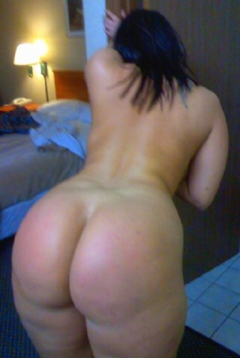 luvpusc:  bigboobhugeass:  Awesome thick giant ass mature MILF wife bending to wide her thick whooty pawg ass  Her name is Mercydez. She takes appointments in Tacoma, WA.